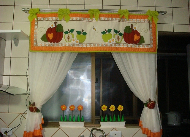 Лоскутные шторы для кухни своими руками