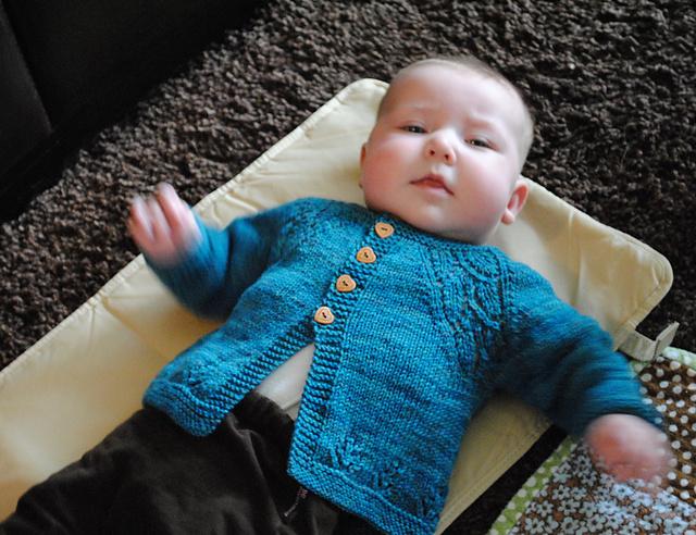 как связать кофточку спицами для малыша