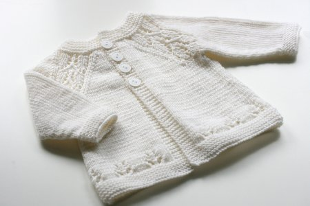 Вязание реглана для детей на примере кофточки на ребенка до года. Подробное описание работы
