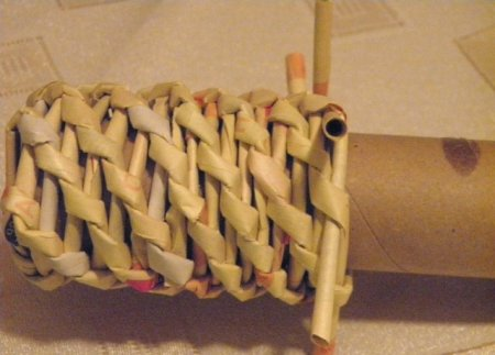 Спиральное плетение из газет: мастер класс на примере пасхального декора 1379407618_18