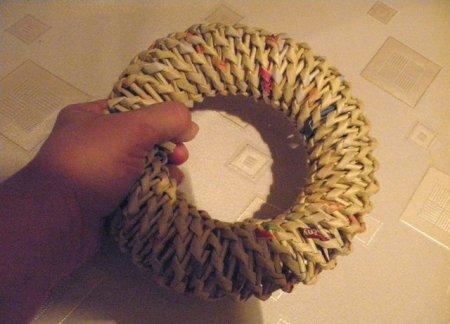 Спиральное плетение из газет: мастер класс на примере пасхального декора 1379407641_29