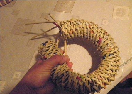 Спиральное плетение из газет: мастер класс на примере пасхального декора 1379407654_27