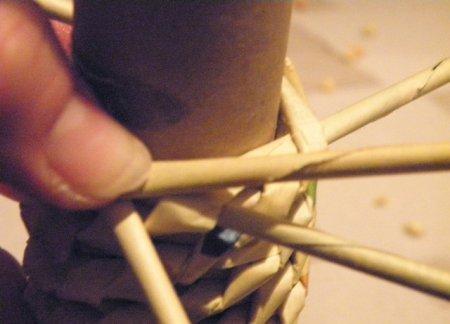 Спиральное плетение из газет: мастер класс на примере пасхального декора 1379407695_19