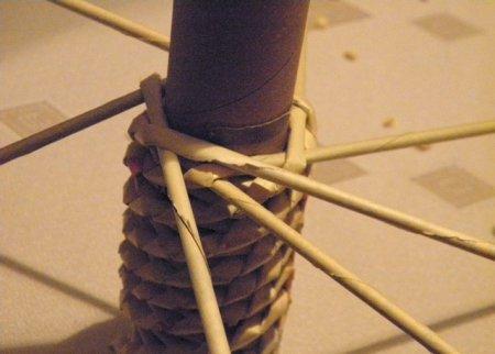 Спиральное плетение из газет: мастер класс на примере пасхального декора 1379407698_23