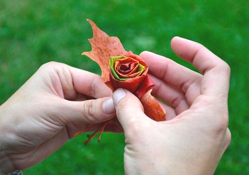 Как сделать цветы из листьев деревьев