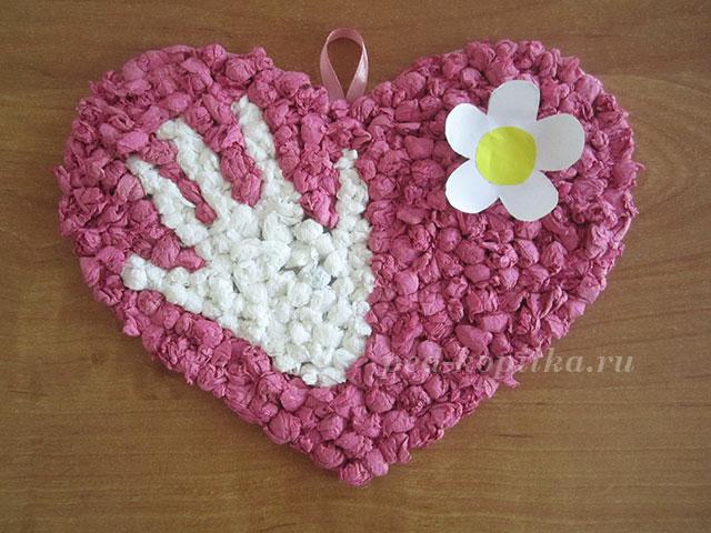 Из салфеток для детей милое сердечко