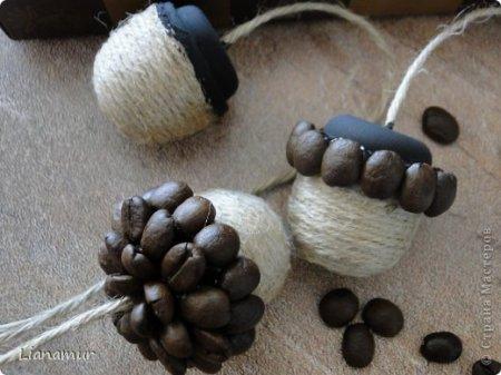 Поделки из зерен кофе - лесные шишки жолуди