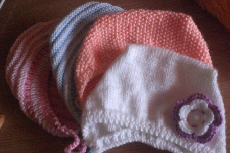 вязание спицами для новорожденных схема чепчика и шапочки