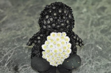 Описание: Игрушки из цветов: красочный пингвиненок своими руками