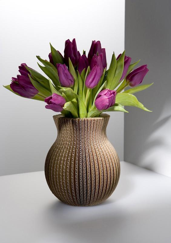 Как сделать вазу из картона своими руками легко