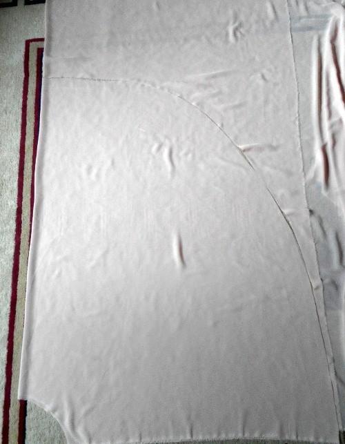 47784c11349dfba Как только будет выбран цвет и фасон платья, надо начинать раскрой  материала, для этого создается простая выкройка