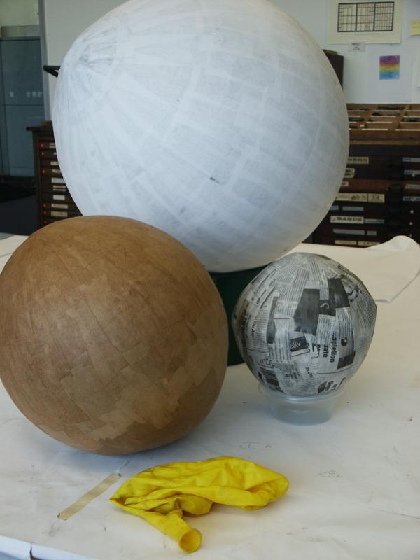 Как сделать большой шар из папье маше 160