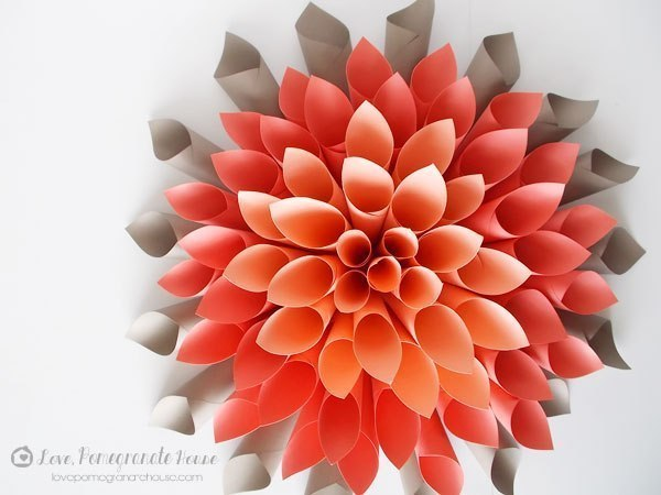 Цветок из цветной бумаги
