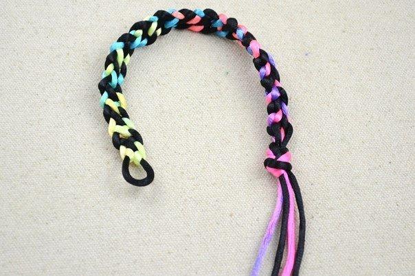 Плетение браслетов из ниток мулине: как плести со схемами и видео.