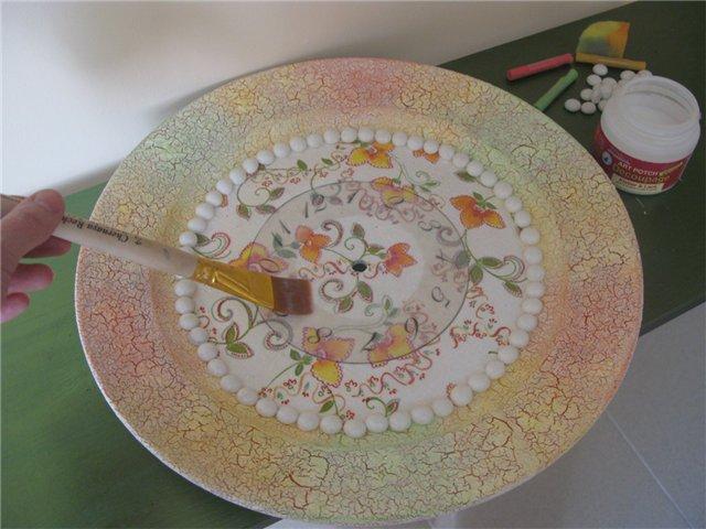 Что можно сделать из старых тарелок своими руками