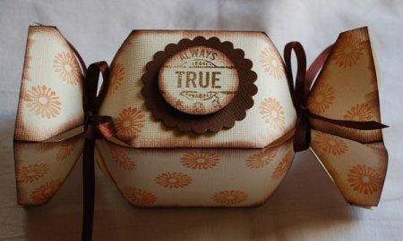 Коробочка в виде конфеты