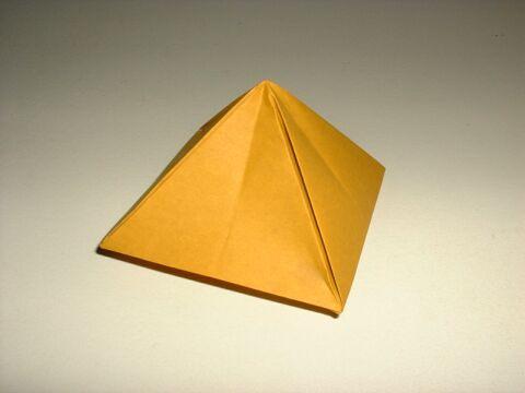 Видео как сделать из бумаги пирамиду
